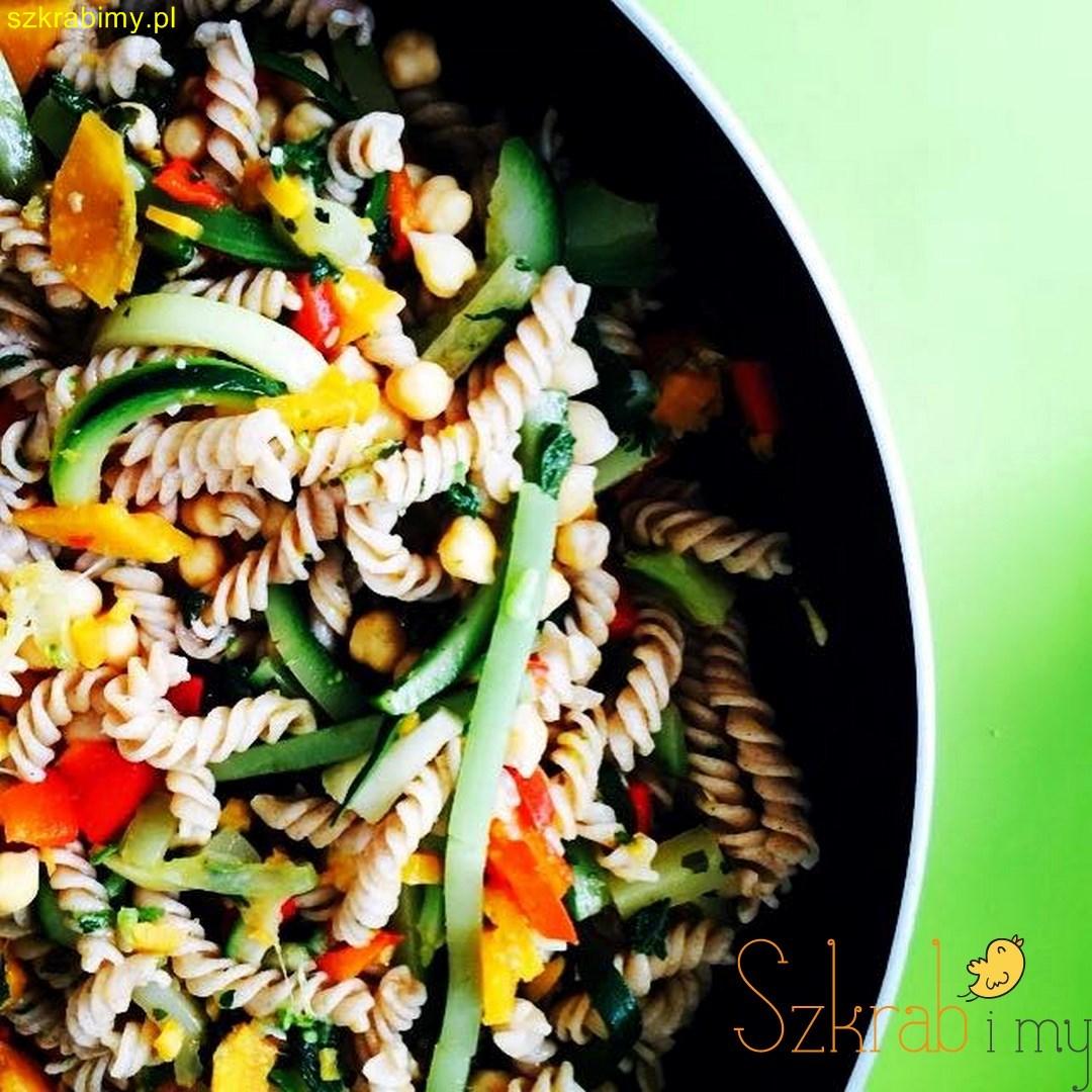 Makaron z cieciorka, warzywami i …pokrzywą czyli wiosna na talerzu!