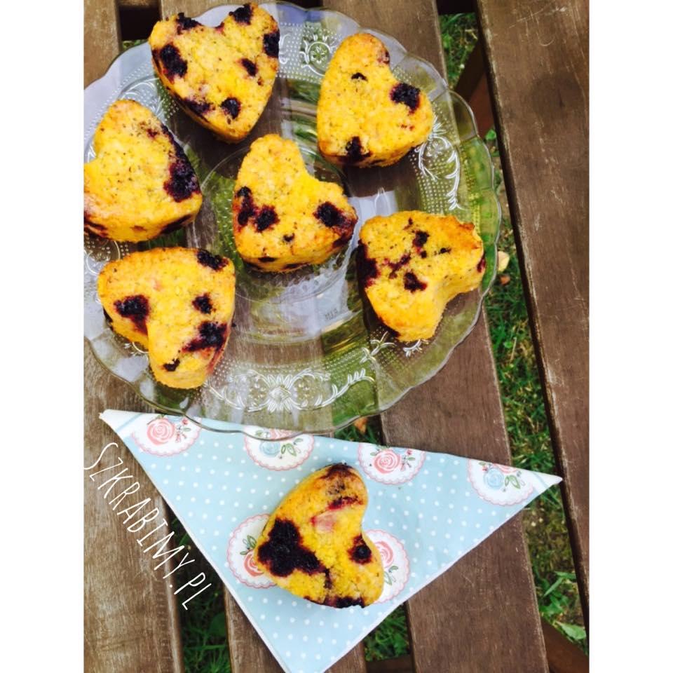 Muffiny jagodowe z kaszki kukurydzianej. Bez glutenu i mleka.