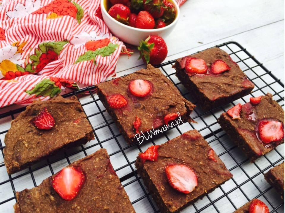 Brownie truskawkowe bez jaj, glutenu i mleka. BLW