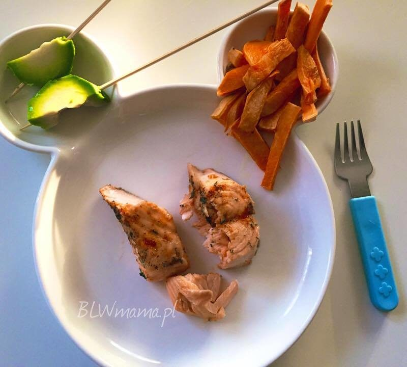 Szybki łosoś + pieczone fryty + lizaki z awokado czyli pomysł na fajny obiad :-) BLW