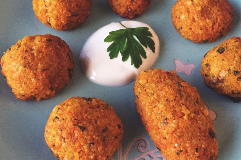 Pieczone kulki jaglane z pietruszką i parmezanem (bez jajka). BLW